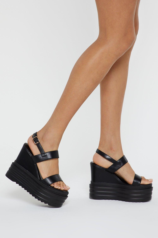 6c4e3f1cdb055 Chaussures à talons compensés et grosses semelles en polyuréthane ...