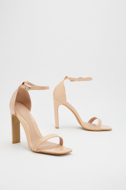 f46999fe7 Chaussures ouvertes à talons et bout carré en PU verni | Shop Clothes at  Nasty Gal!