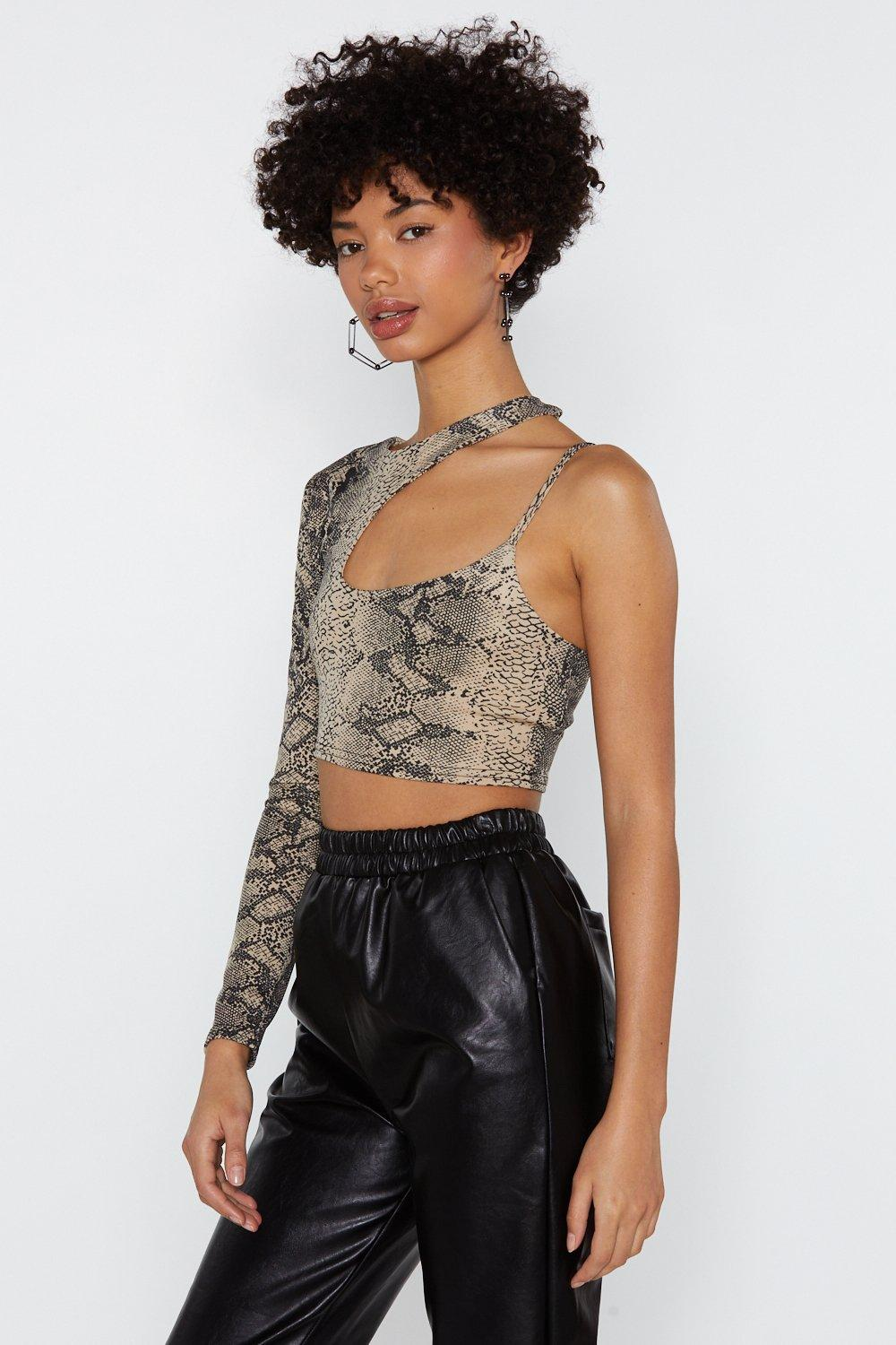 e48b4e7333f3a3 Snake One Out Cut-Out Crop Top