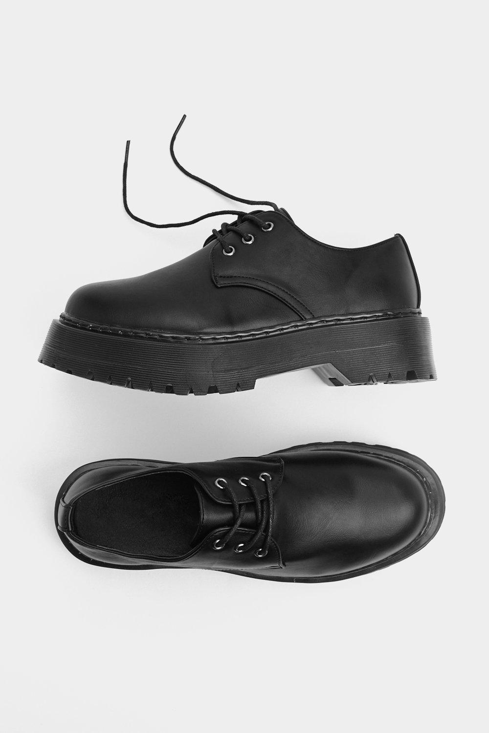 A Foot In The Door Platform Oxford by Nasty Gal