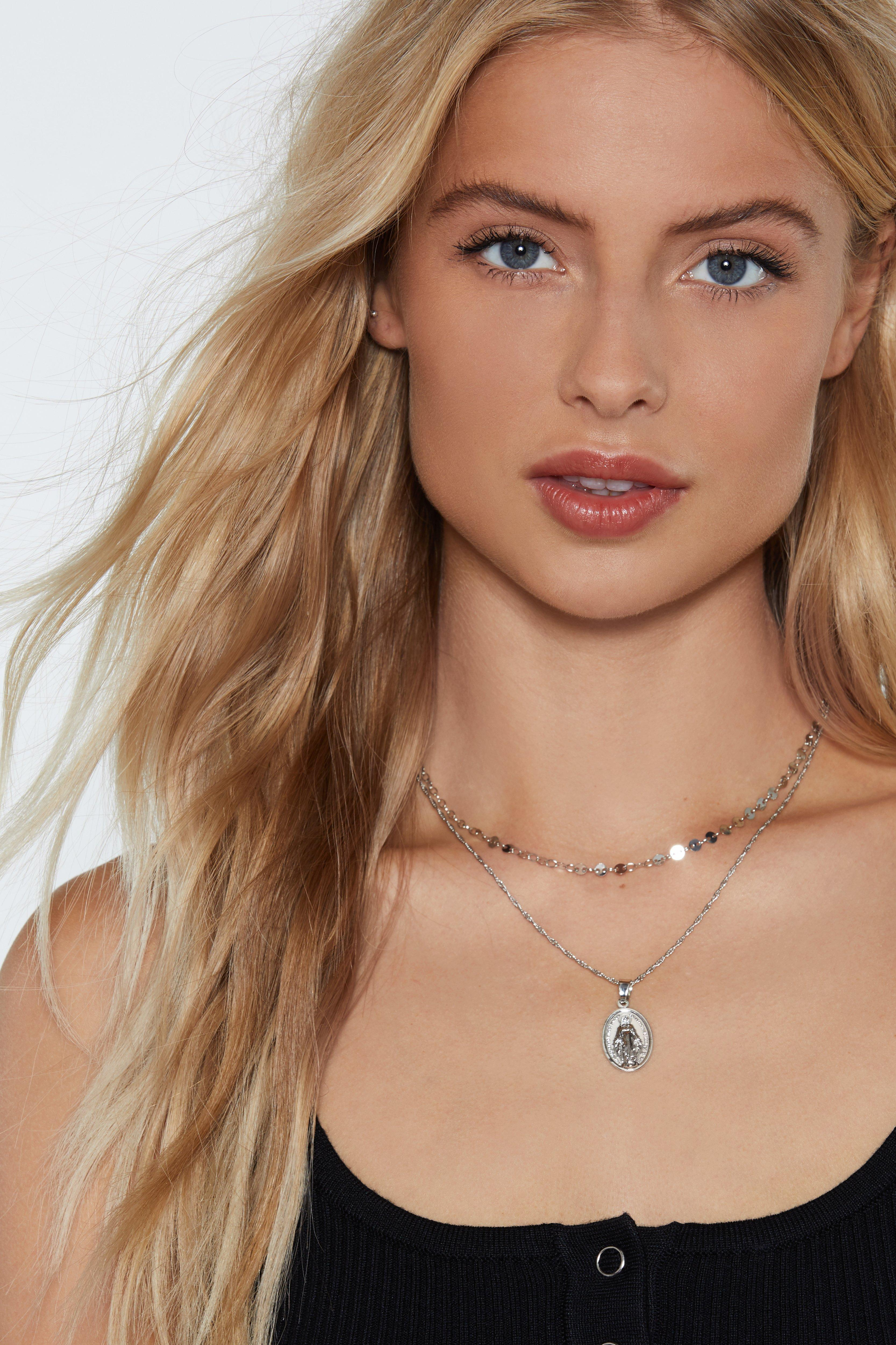 Such A Charmer Pendant Necklace by Nasty Gal