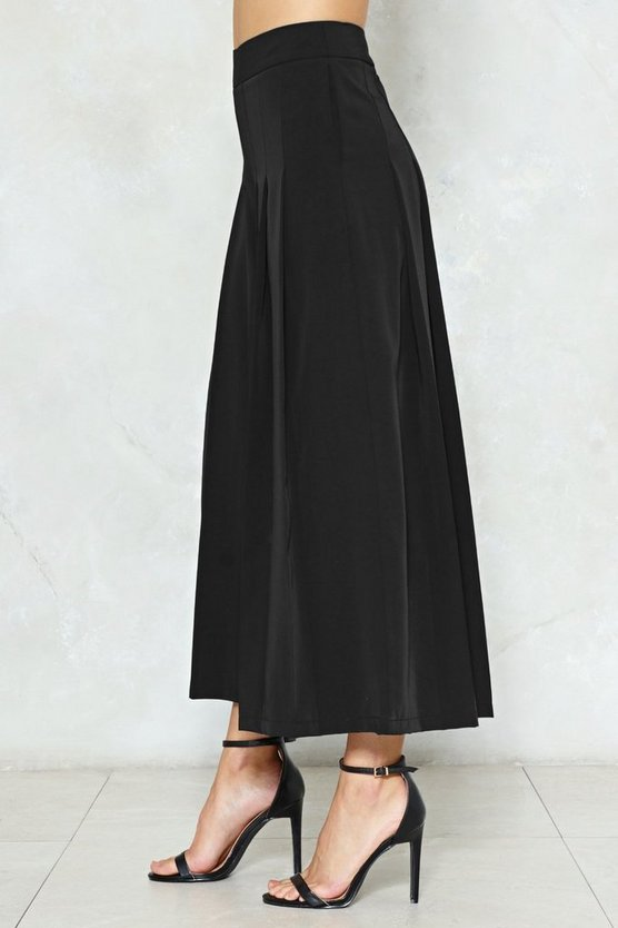 Pleat Explain Cropped Pants by Nasty Gal