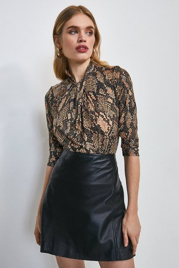Twist Neck Half Sleeve Snake Jersey Top