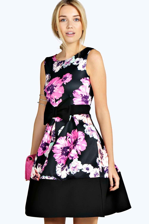 e3630c66b7c9 LOW PRICE boohoo Leah Floral Print Low Front Skater Dress - black