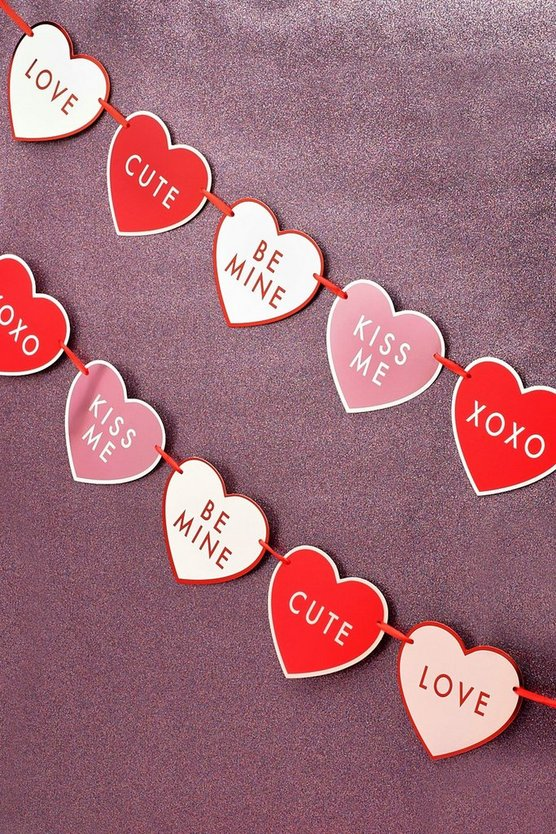 Womens Valentine Love Heart Bunting