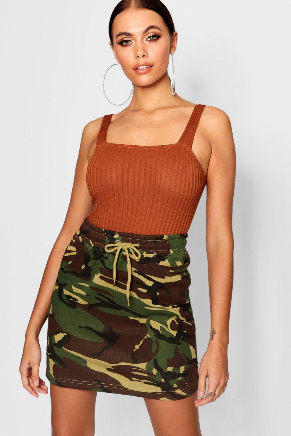 64076b357ed2 Minirock aus Sweatshirt-Stoff mit Camouflage-Print