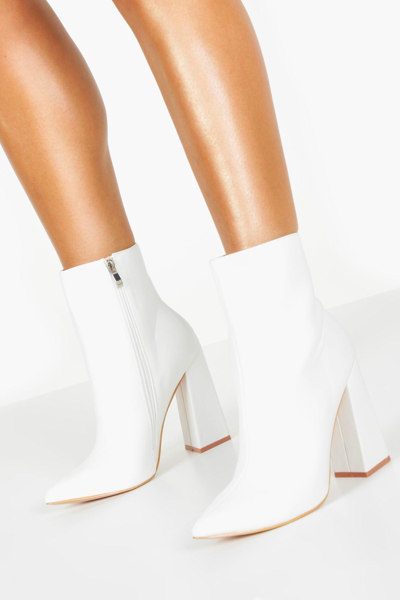 70s Clothes | Hippie Clothes & Outfits Womens Flared Heel Sock Boots - White - 10 $25.60 AT vintagedancer.com