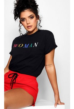 Black Woman T-shirt med slogan i regnbågsfärger
