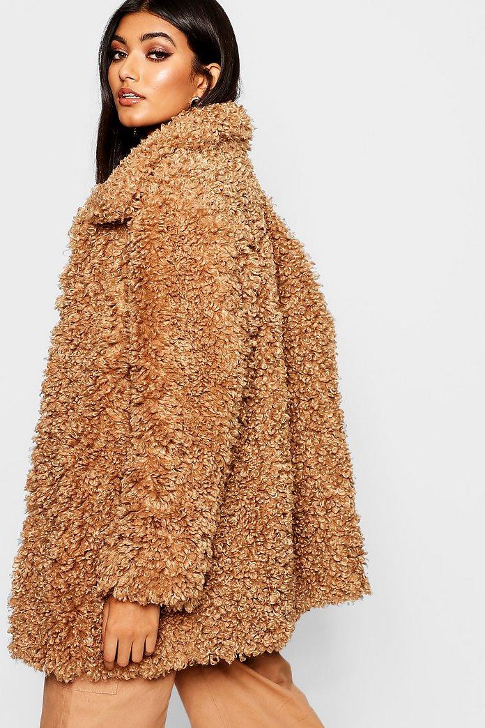 Manteau en fourrure peluche Premium Sumaiya   boohoo