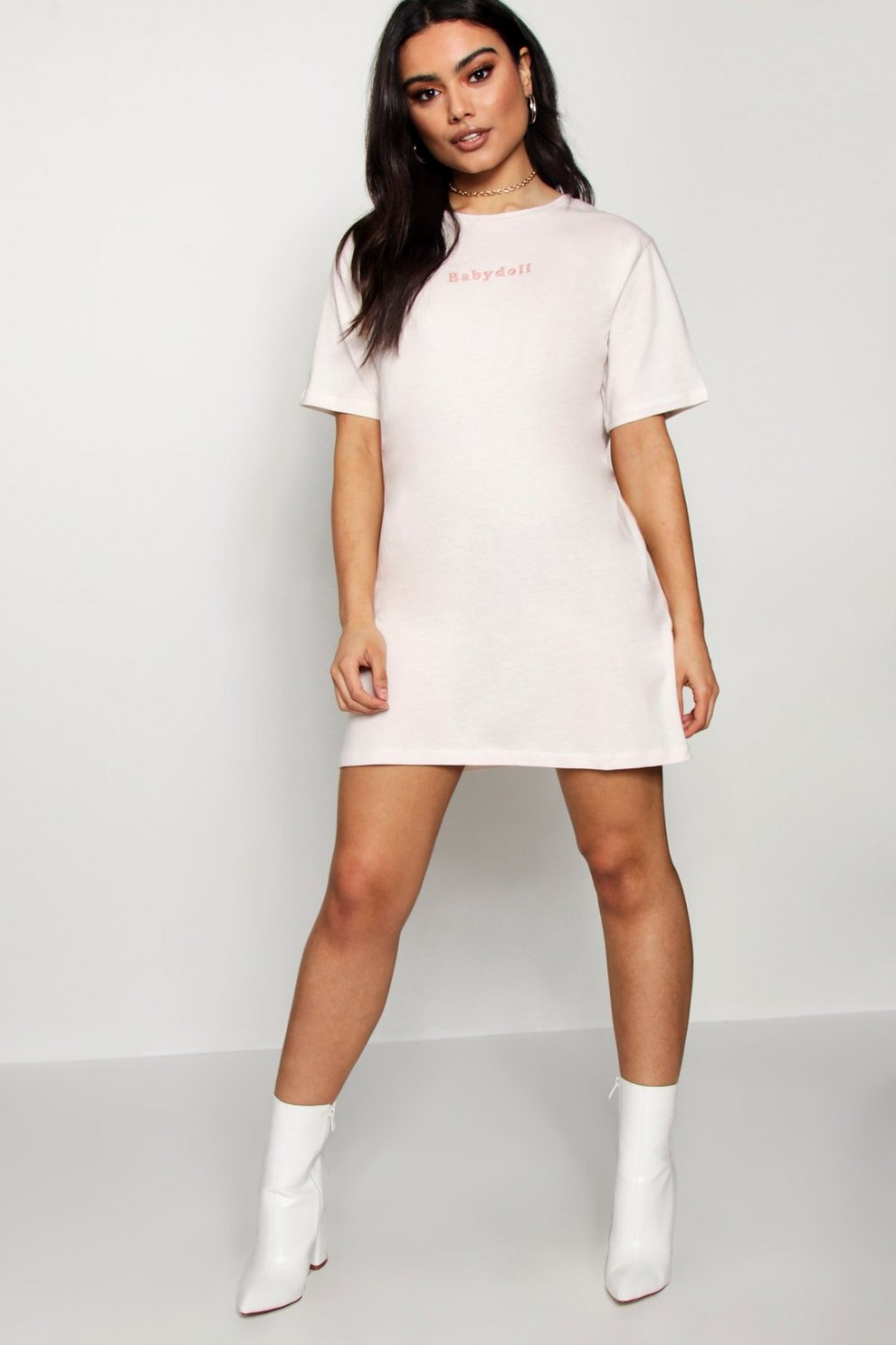 ad054f28f Vestido estilo camiseta con bordado a tono para niña
