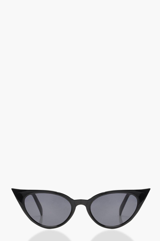 a461f873877 Boohoo Womens Extreme Slim Cat Eye Sunglasses in Black size One Size ...