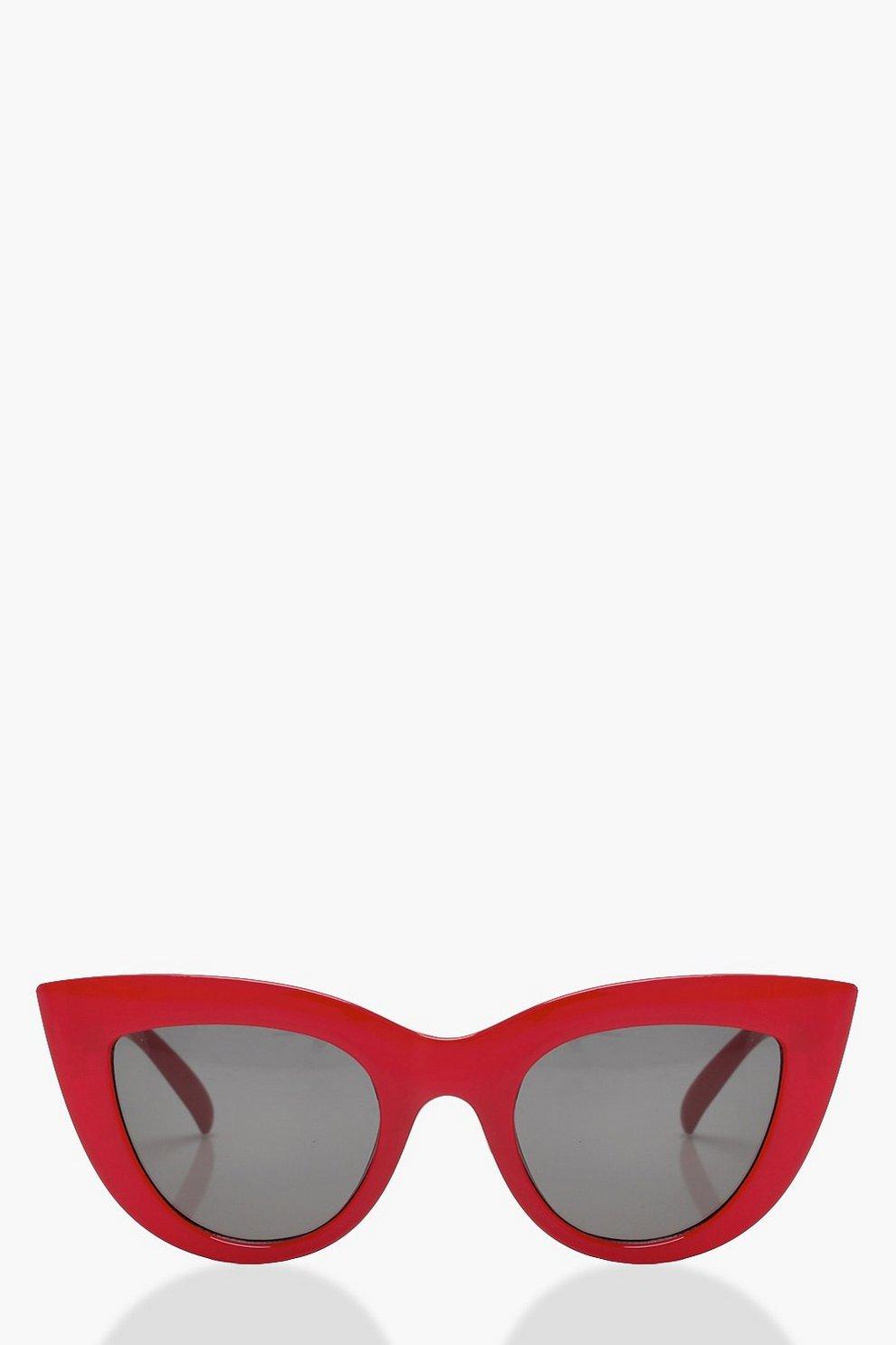 Gafas de sol rojas con marco de ojos de gato Mía | Boohoo