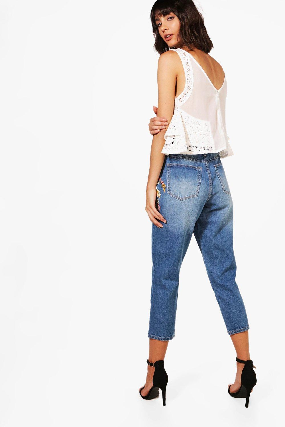 Boohoo womens kayla embroidered mom jeans in blue size