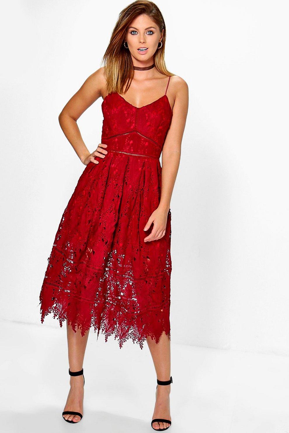 Boutique robe patineuse à bretelles en velours côtelé   Boohoo 6d507ce5bf93