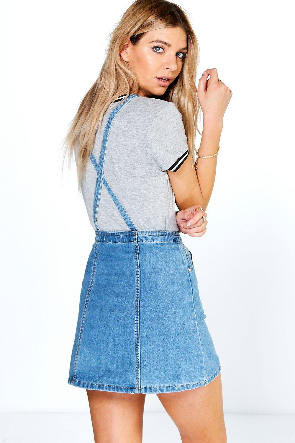 A denim pinafore dress with pockets on front. - Uses quality cotton denim which is breathable and moisture-wicking - Wash and Care: Please follow the washing instructions on the product tags and labels.