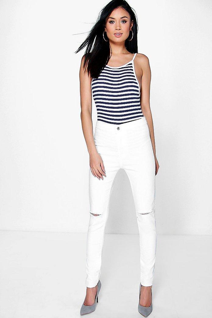 Lara Jeans mit hohem Bund und zerrissenem Knie | boohoo