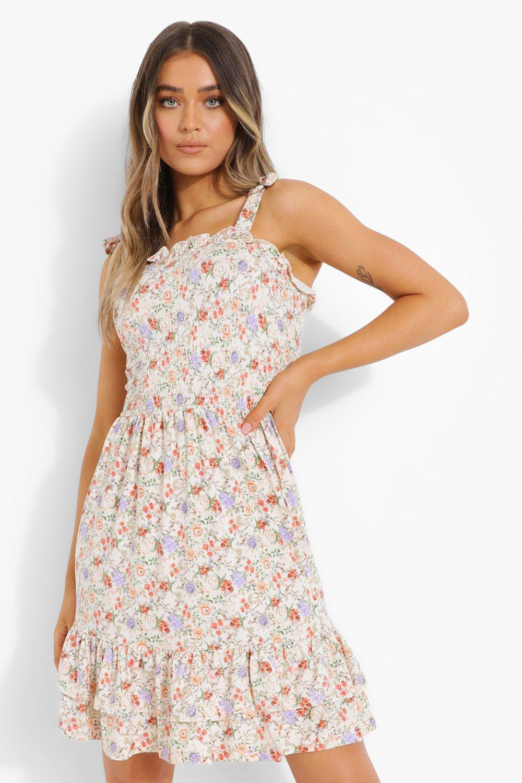 Cottagecore Clothing, Soft Aesthetic Womens Floral Print Shirred Skater Dress - White - M $14.40 AT vintagedancer.com