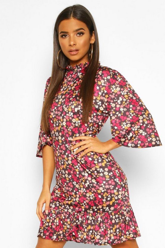 Ditsy Floral Ruffle Neck Shift Dress