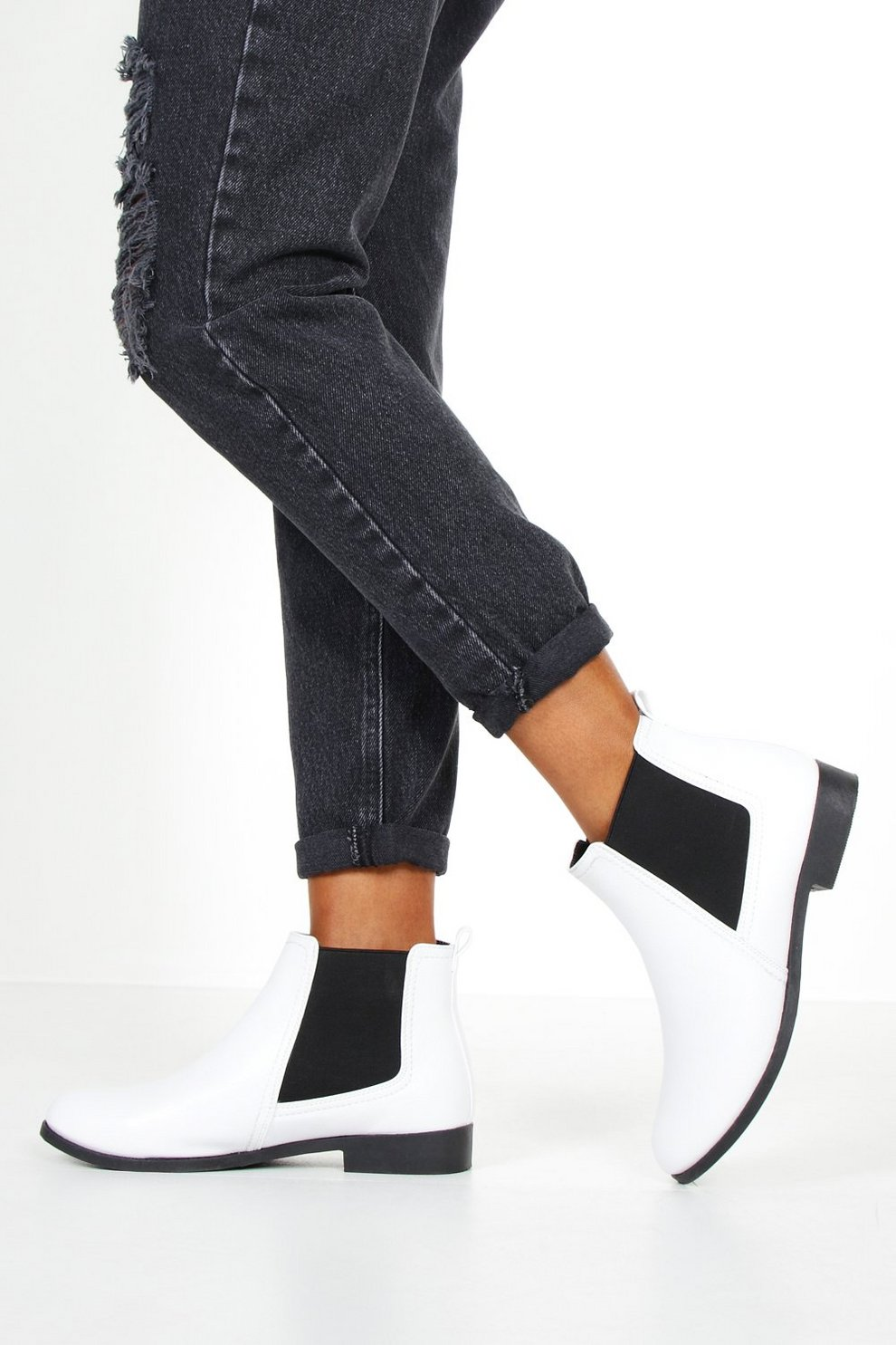 promo code 6120a 13546 Flache Chelsea-Boots mit schmaler Sohle   Boohoo
