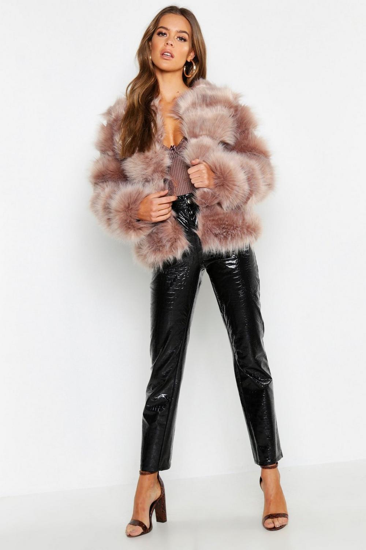 Manteau à empiècements en fausse fourrure | Boohoo