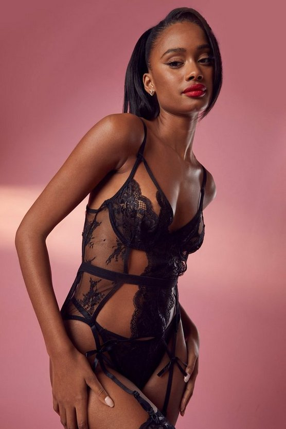 Cut Out Basque & String Set
