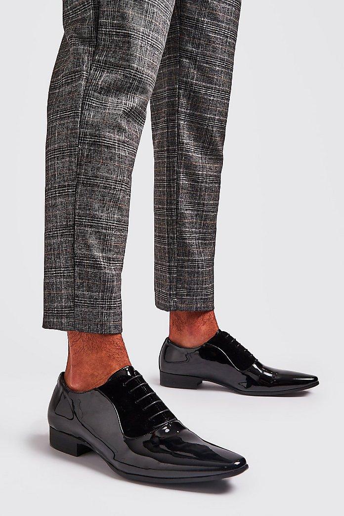 Elegante Schnürschuhe aus Lackleder | boohoo
