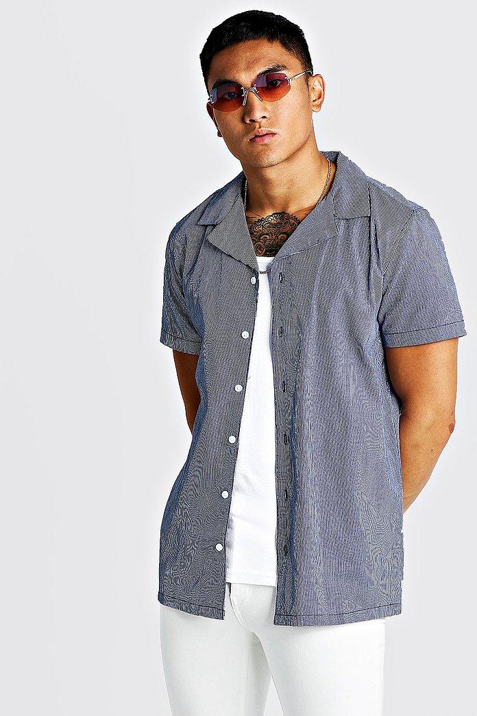 Kritstrecksrandig skjorta med kort ärm och bowlingkrage | boohoo