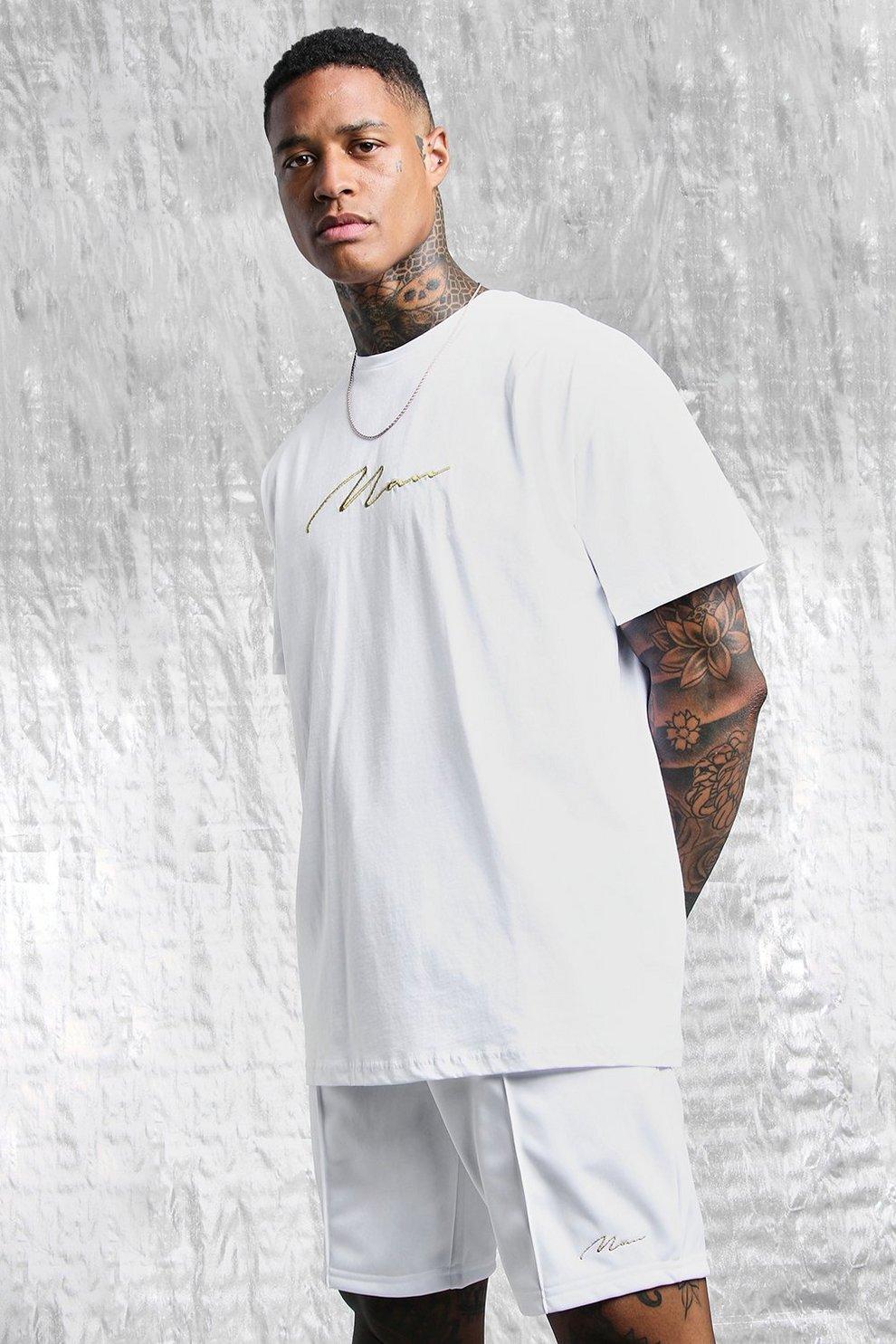 bc735001e6 T-shirt oversize bianco e oro con stampa MAN sul retro   Boohoo