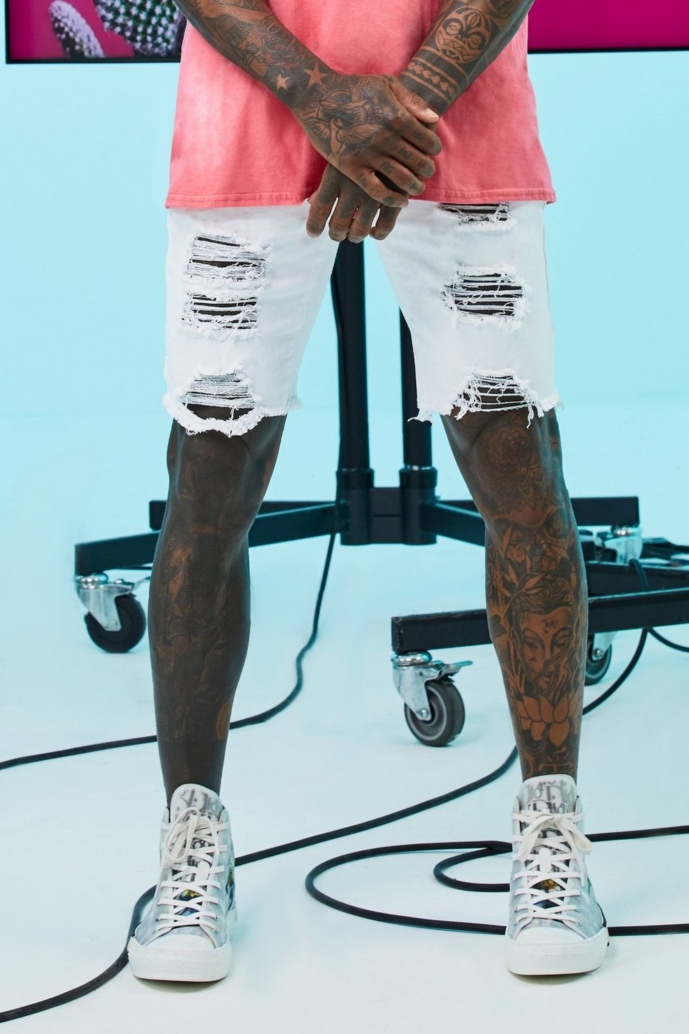 fecha de lanzamiento: descuento hasta 60% cliente primero Pantalones cortos ajustados en denim desgastados