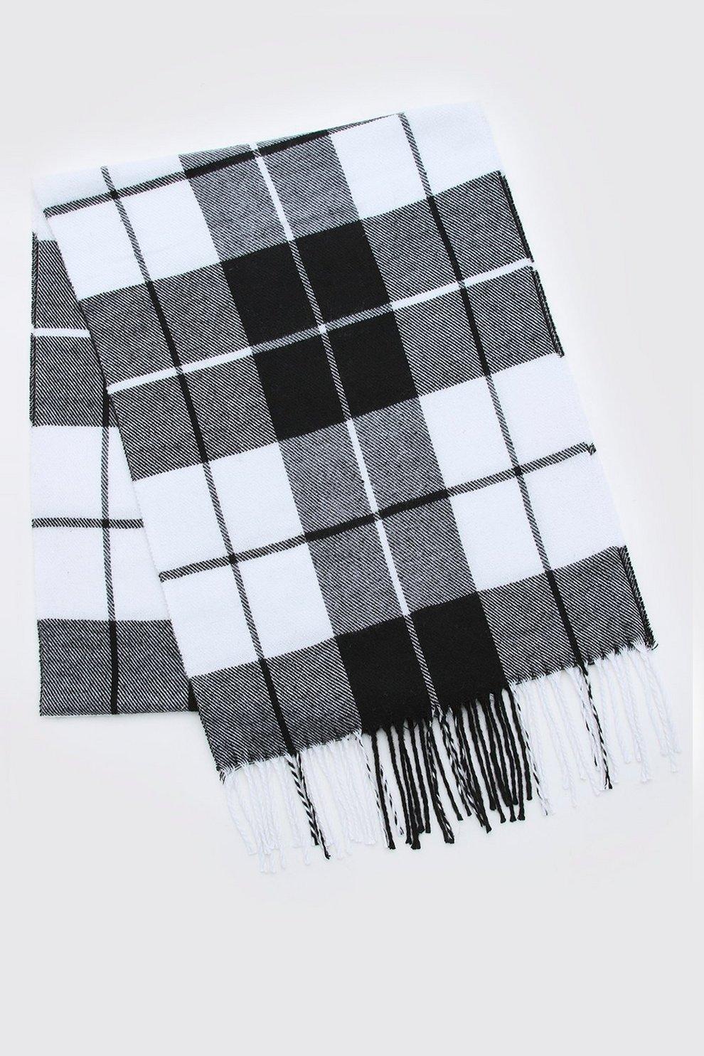 192732e21aa6 Écharpe à carreaux noir   blanc à pampilles   Boohoo