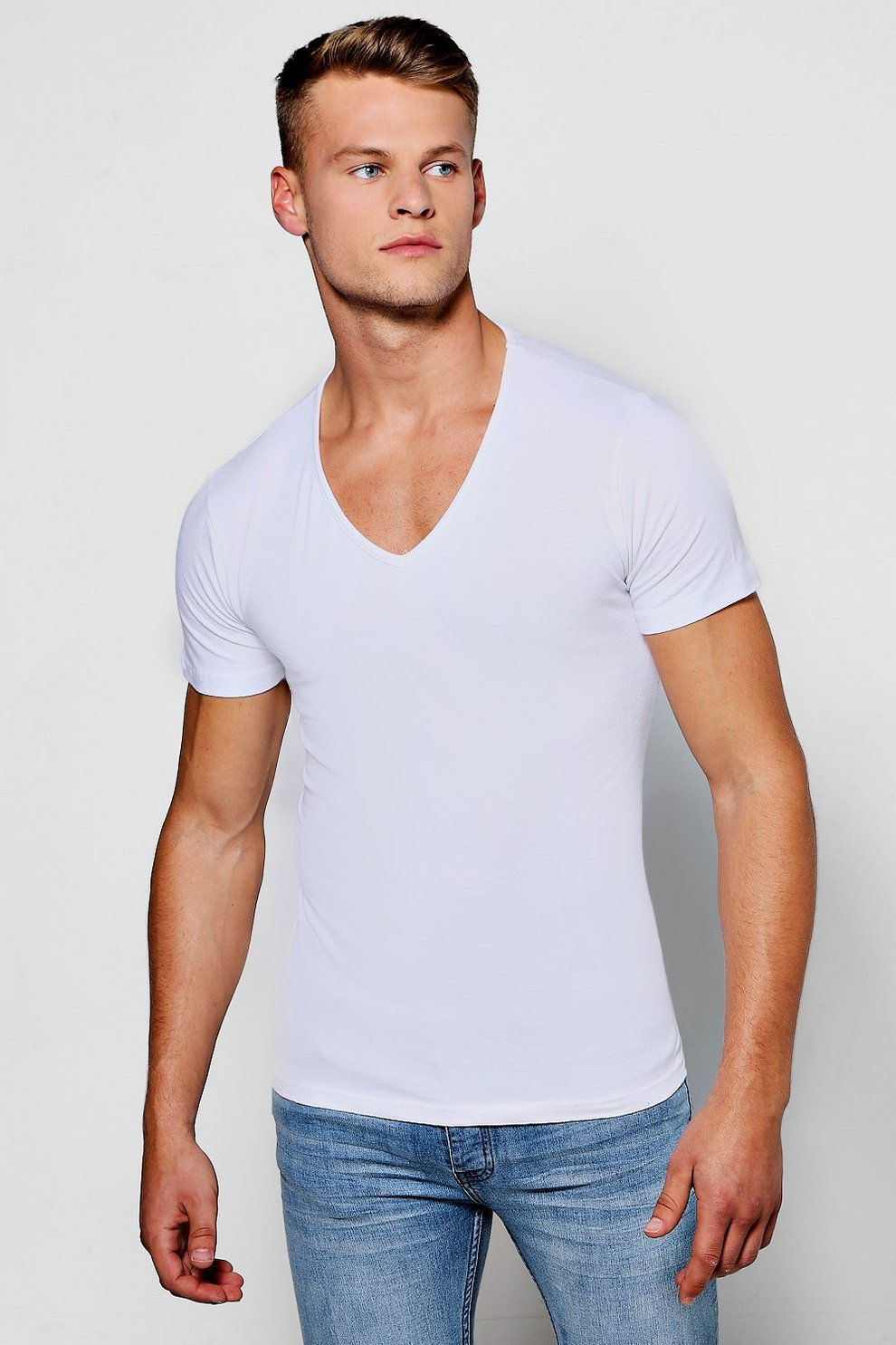 68d57392a1f6 Muscle Fit V-Neck T-Shirt | Boohoo