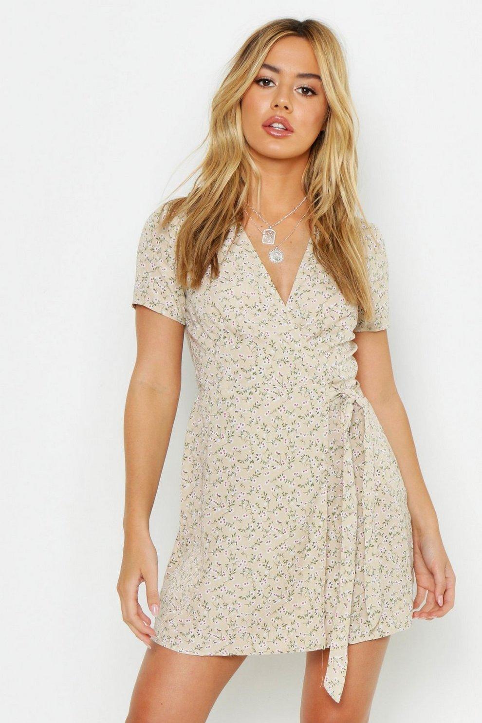 b09b3946bab0 Petite Ditsy Floral Print Woven Wrap Dress | Boohoo