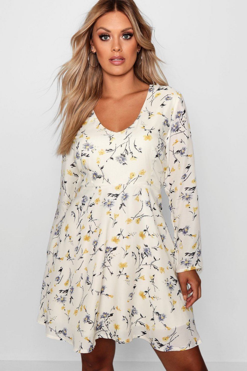 22ffc04e0afbb7 Plus Isobel Ditsy Print Floral Skater Dress | Boohoo