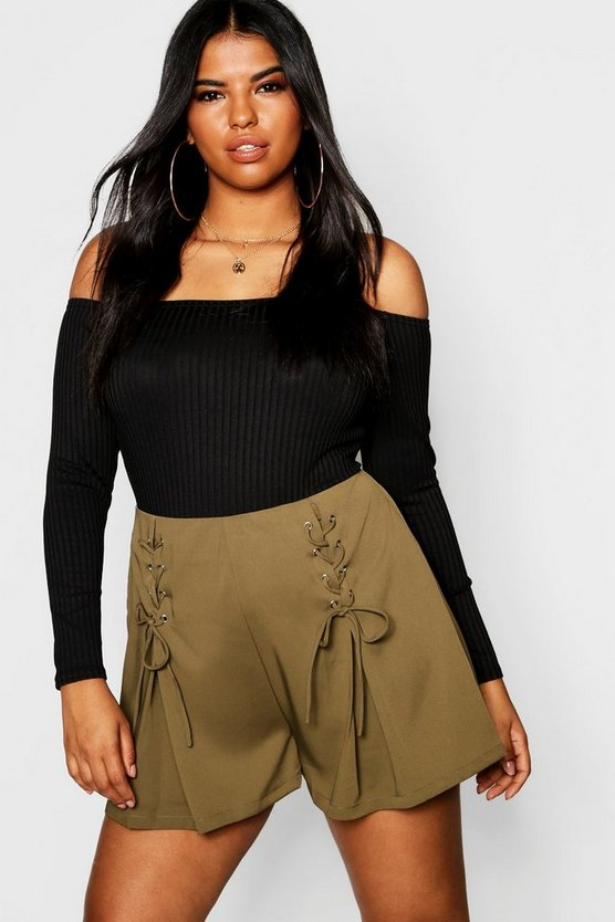 Plus Lace Up Wide Short