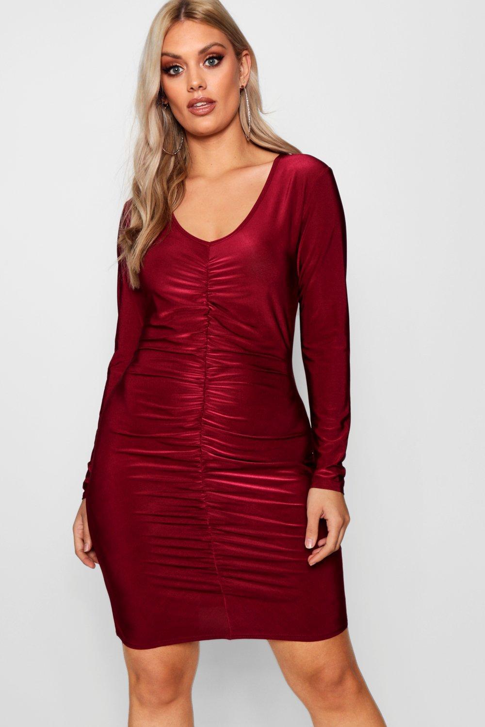 Boohoo-Plus-Hazel-tailliertes-Bodycon-Kleid-mit-Rueschen-vorne
