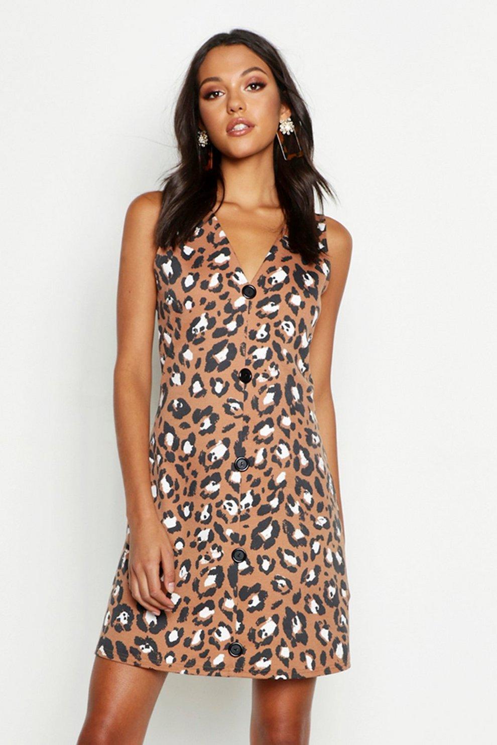 437aad12e Vestido estilo pichi con estampado de leopardo Tall   Boohoo