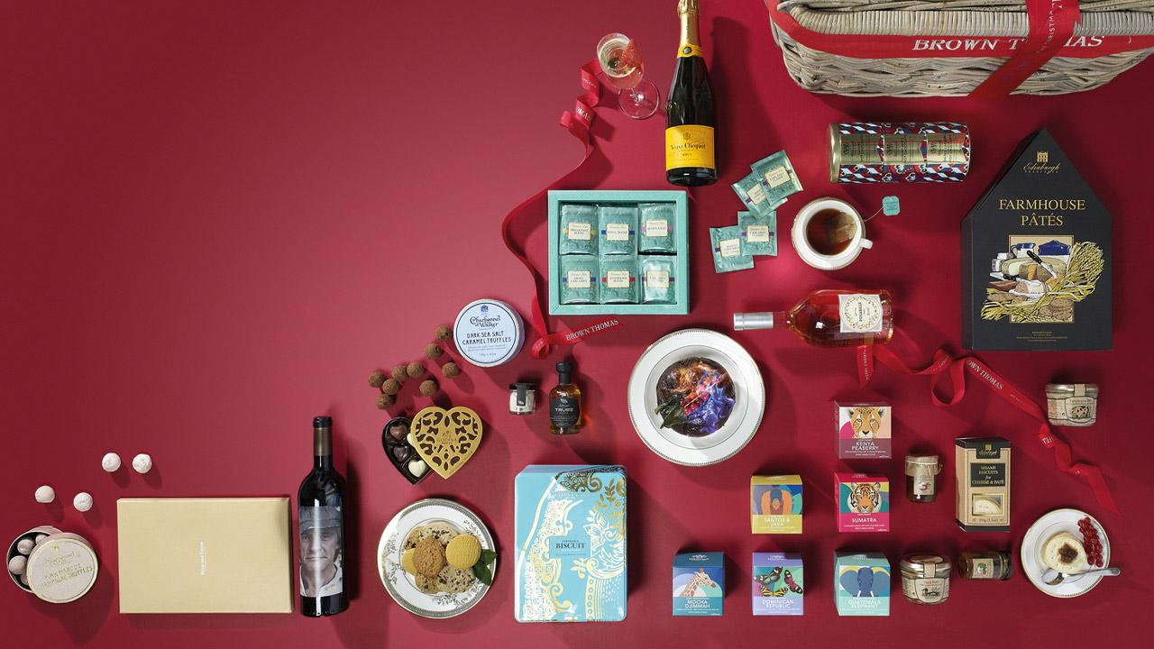 Brown Thomas Christmas Hamper filled with wine, Champagne, coffees & teas, chocolates and Christmas pudding