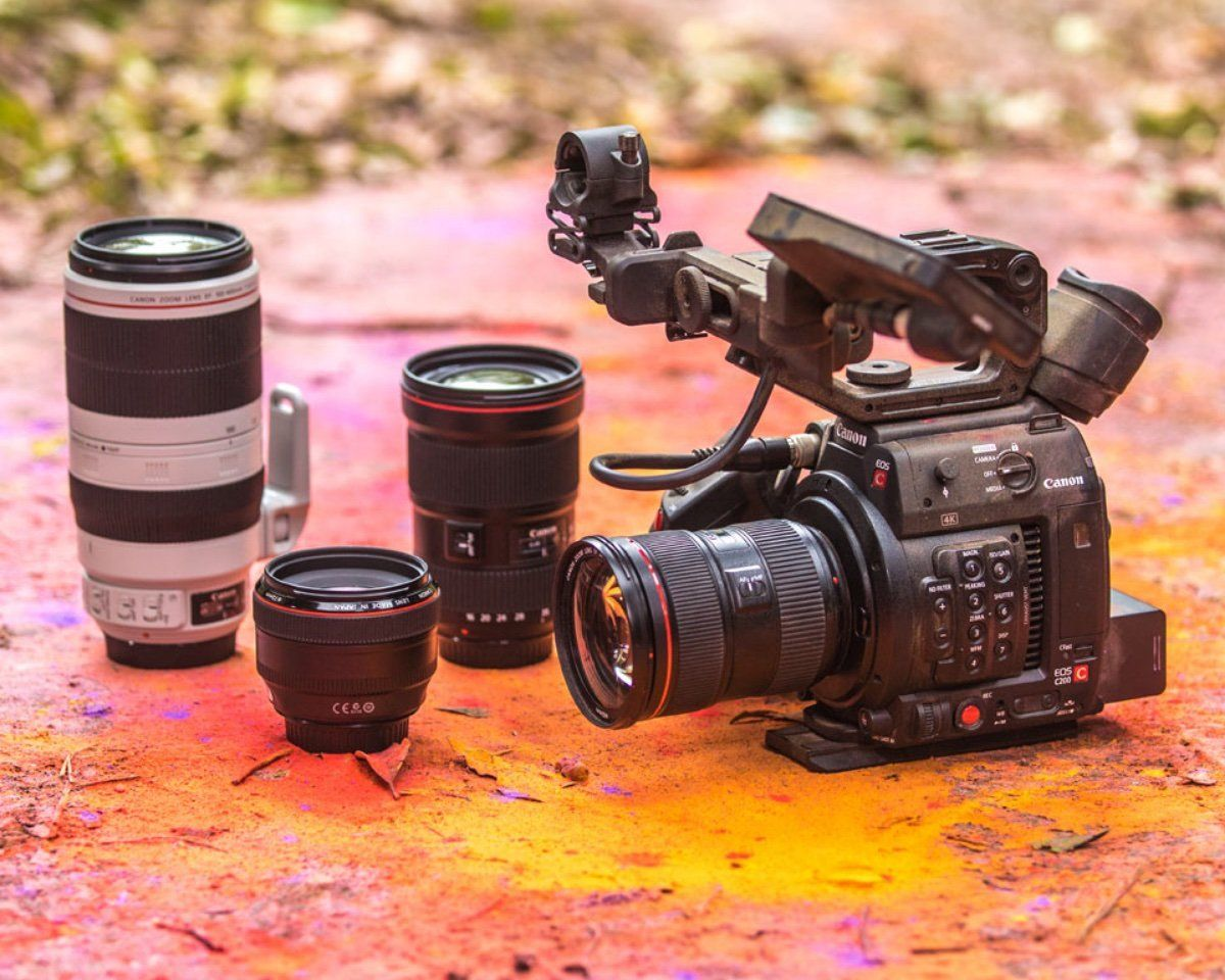 Alt tag name: Canon C200 video camera and lens kit.