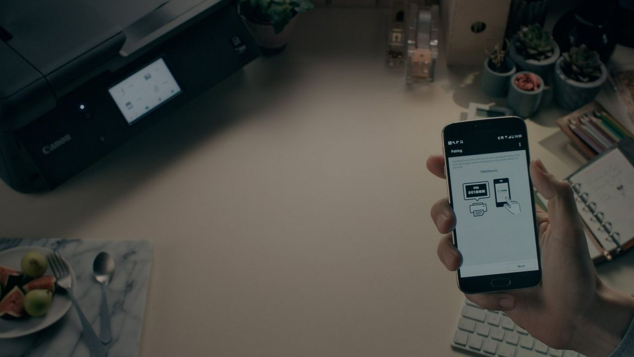 Connect quickly to your smart device using the Canon PRINT app