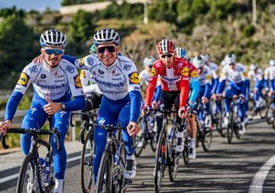 The Deceuninck - Quick-Step Cycling Team (© Deceuninck - Quick-Step Cycling Team / Getty Images)