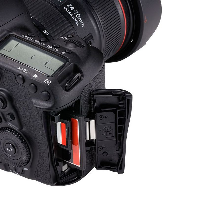 EOS 5D Mark IV dual card slots