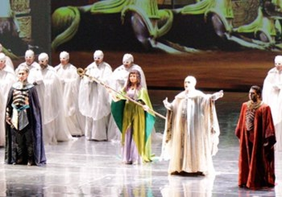 The cast of Verdi's Aida on stage at the Teatro Carlo Felice