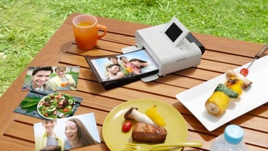 Compact photo printers