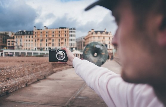 Influencer Joel Thorpe taking a selfie on the Canon Zoemini S on Brighton beach front.