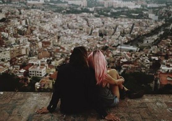 A couple overlooking the city. (© Julia and Gil)