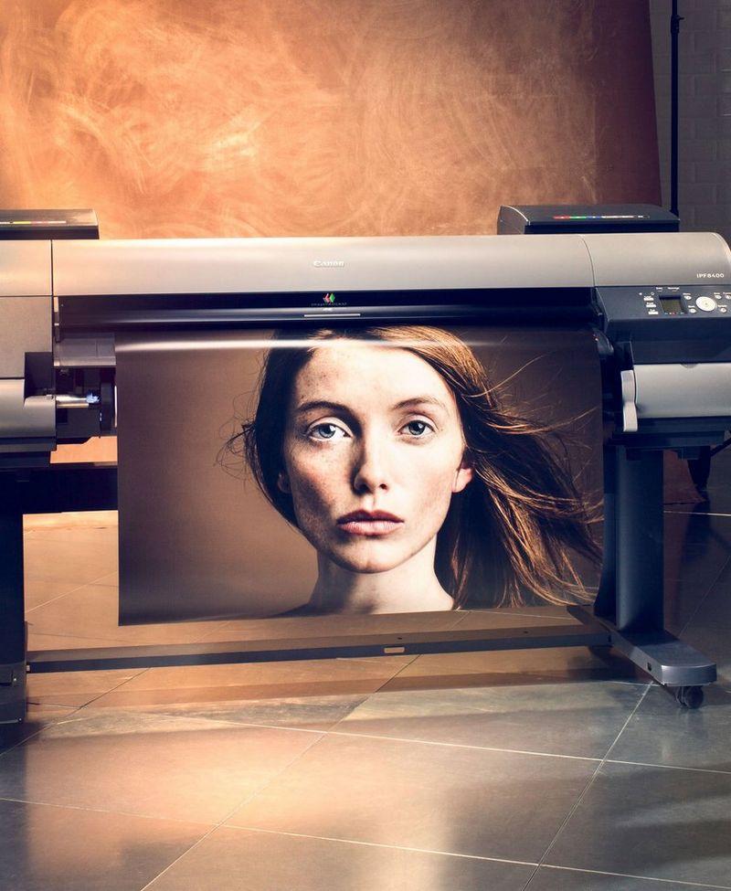 https://i1.adis.ws/i/canon/Large-Format-Printers-Lifestyle?scaleFit=poi&poi=0.45338687896728513,0.4505801469851763,0.125,0.10256410256410256