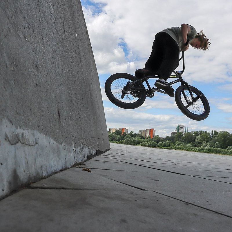 EOS M6 Mark II sample bmx jump off wall