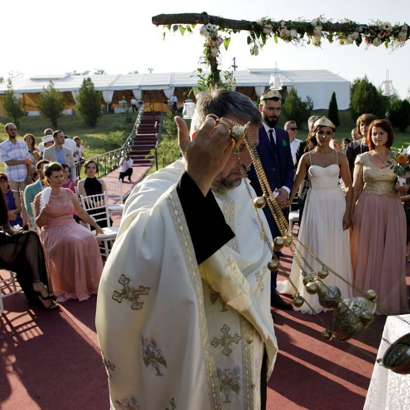 Scenes at Romanian wedding - Wedding ceremony - taken with a EOS 5D Mark IV