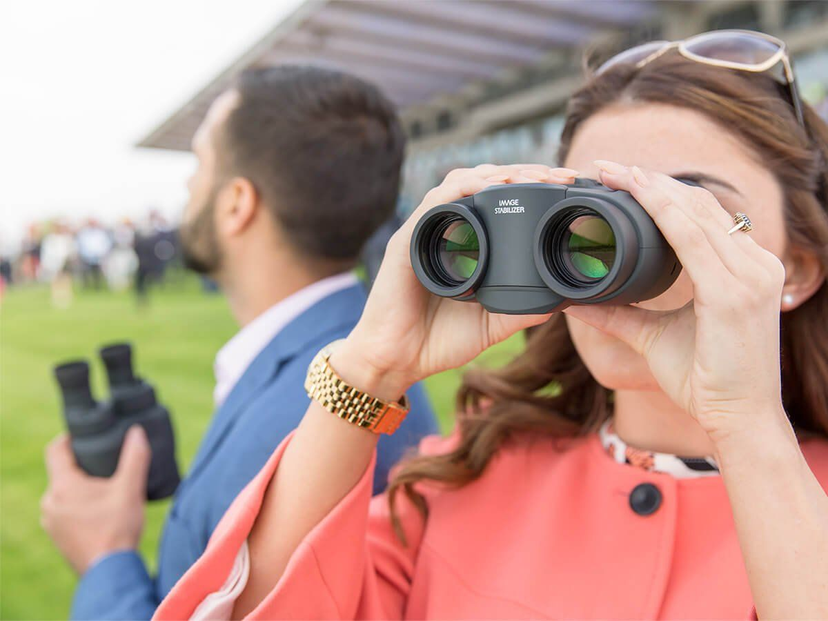 BINOCULARS FOR RACING AND SPORTING EVENTS