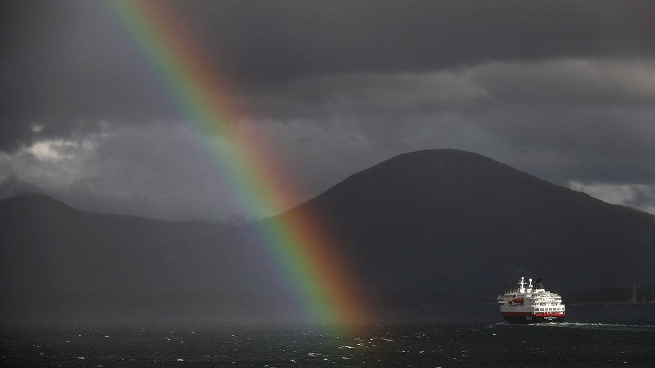 boat rainbow mountain RF 24-240mm richard walch
